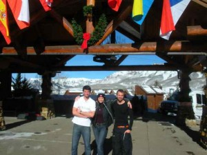 Zee Snowboarders and Me (in Eisbaer!) in Front of the Mountain Lodge